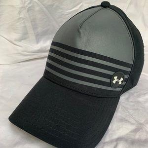 Men's UNDERARMOUR GOLF black fitted cap.